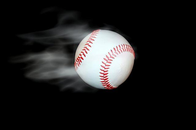急速で投げられた野球ボール