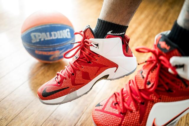 バッシュとバスケットボール