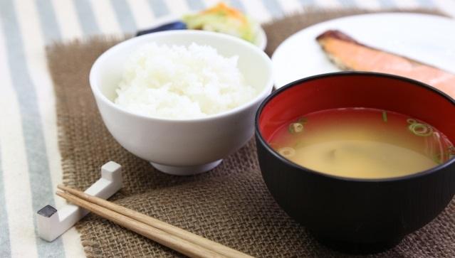 白米とみそ汁と焼き魚