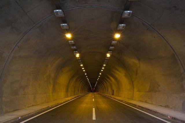 出口の見えるトンネル