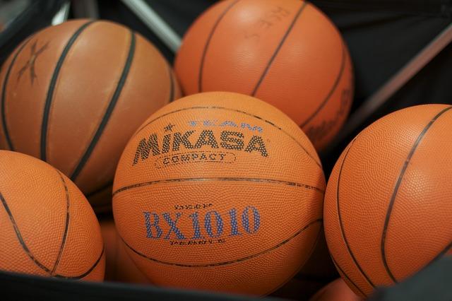 たくさんのバスケットボール