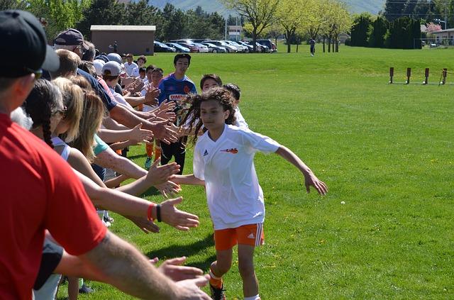 喜ぶスポーツ少年団の子ども達