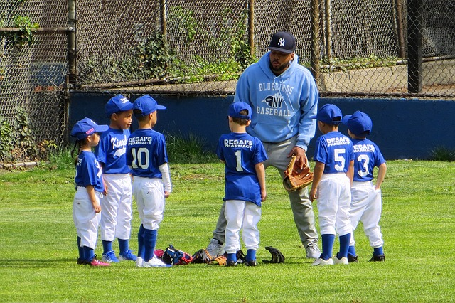 スポーツをする選手とコーチ